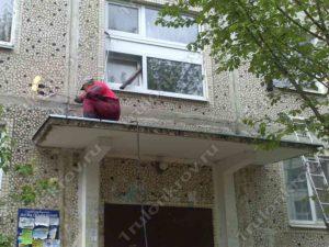 Ремонт крыши на подъездных козырьках