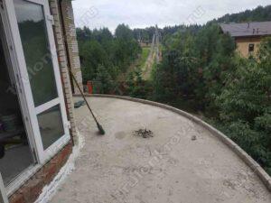 Крыша балкона частного дома перед устройством мягкой кровли